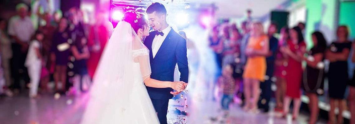 Couple marié danse
